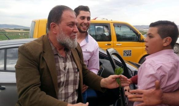 الاحتلال يُمدد اعتقال عمر البرغوثي ونجله عاصف مجددا