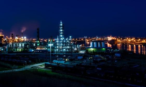 أسعار النفط تتراجع بشكل مفاجئ رغم ارتفاعاتها المتتالية