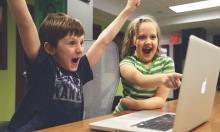 الأطفال يتأثّرون بوسائل الإعلام أكثر من الأهل والأصدقاء
