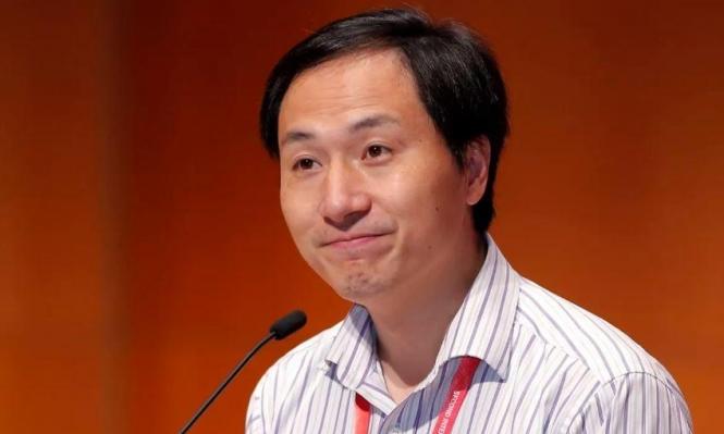 احتجاز عالم الأحياء الصيني الذي أجرى تعديلات وراثية