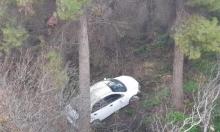 إصابة سائقة بانقلاب سيارتها لوادٍ عميق قرب عين الزيتون