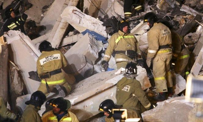 روسيا: انتشال رضيع تحت أنقاض بناية منهارة منذ 35 ساعة