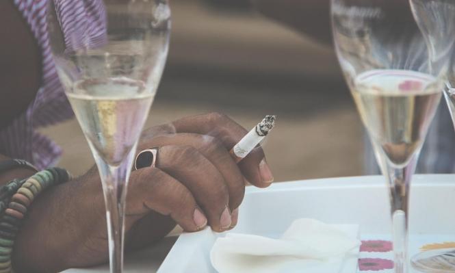 التوقف عن شرب الكحول يساعد على الإقلاع عن التدخين