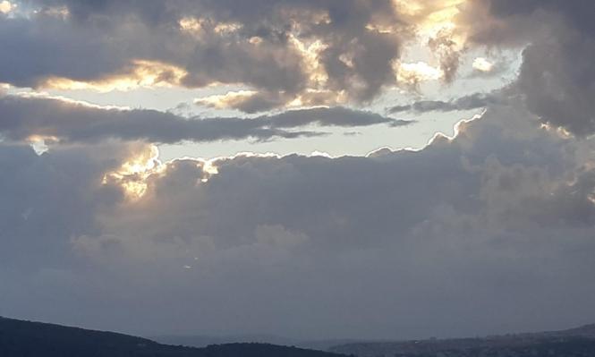 حالة الطقس: غائم جزئيا وأمطار محلية محتملة حتى ساعات الظهر