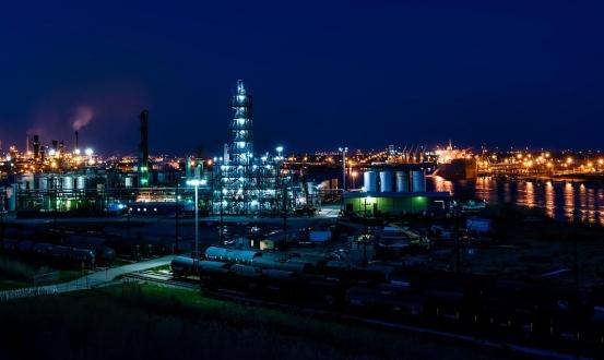 """تباطؤ اقتصادي في أسواق العالم يشمل النفط و""""أبل"""""""