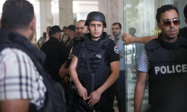 تونس: إرهابيان يفجران نفسيهما وسط البلاد