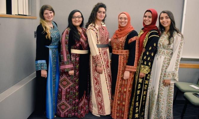 TweetYourThobe#: نساء يرتدين الثوب الفلسطيني دعمًا لطليب