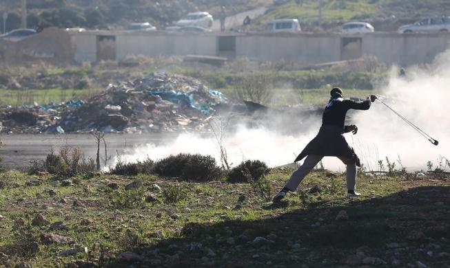 مواجهات مع قوات الاحتلال في البيرة ومخيم الأمعري