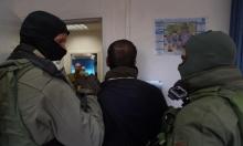 اعتقالات بالضفة والاحتلال يضبط أسلحة بالخليل