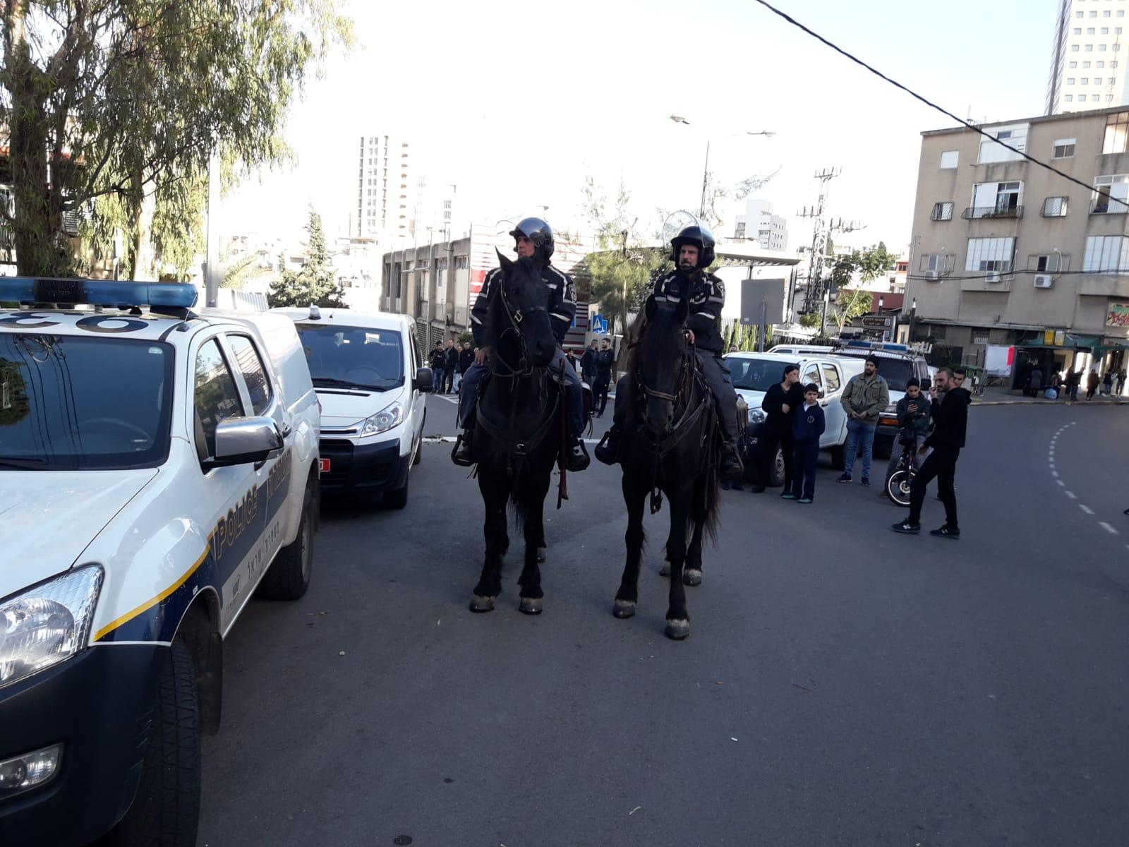 حيفا: مواجهات واعتقالات خلال مظاهرة ضد معرض فني