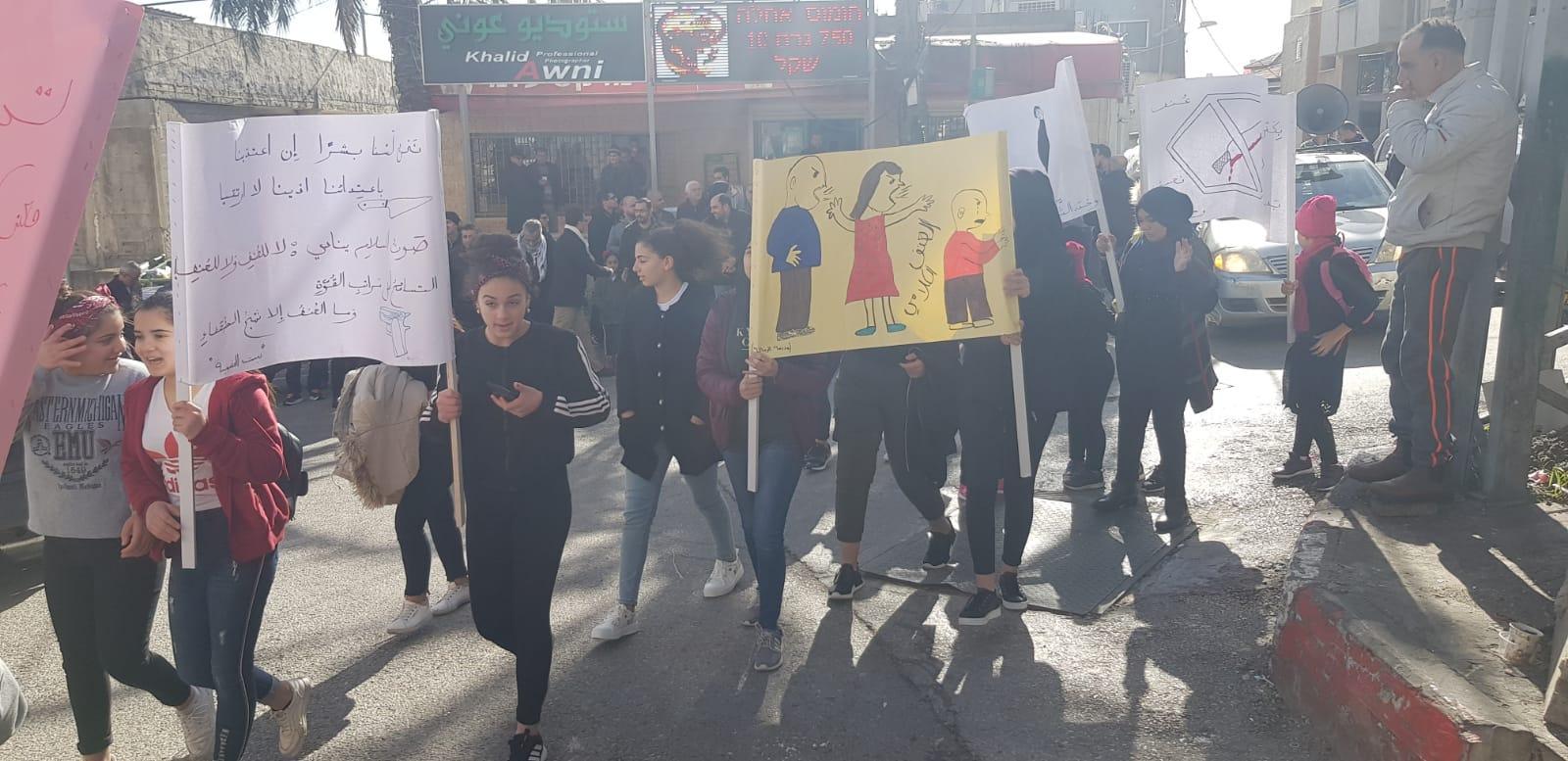 نحف: مسيرة احتجاجية ضد العنف