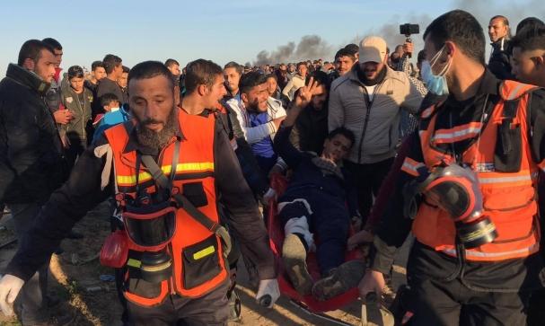 غزة: شهيدة و25 مصابًا في قمع مسيرة العودة الأسبوعية
