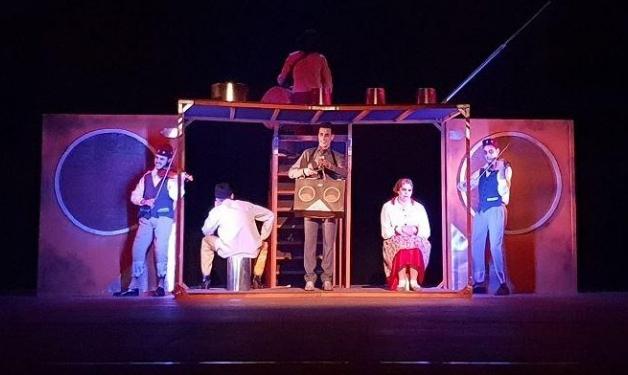 """مسرحية """"شابكة"""": واقع عربي أليم بمشاهد ساخرة"""