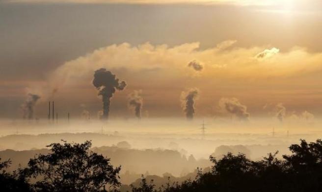 بريطانيا تتّجه لقوننة تلوّث الهواء بمعايير الصحة العالمية