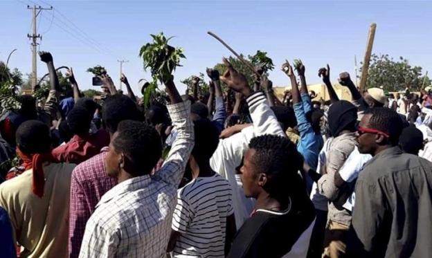 السودان: مذكرات اعتقال بحق عشرات الصحافيين والمغردين