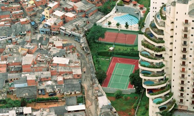 ثروة 26 ملياردير تعادل ما يملكه نصف فقراء العالم