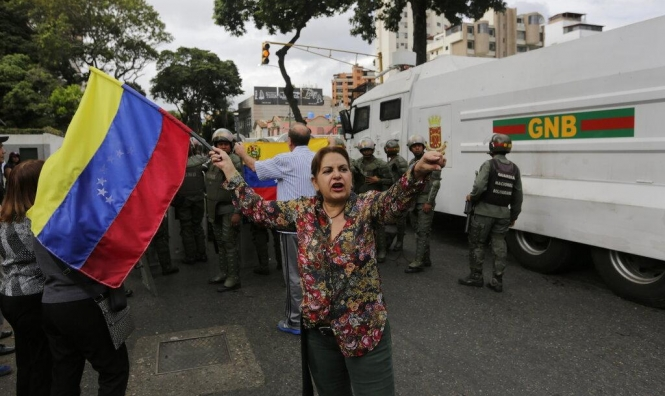 """فنزويلا: مشهد ضبابي وروسيا تحذر من """"اغتصاب السلطة"""""""