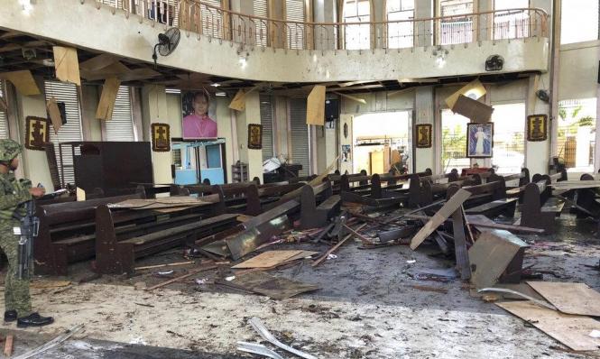الفلبين:27 قتيلا بتفجيرات استهدفت كنيسة