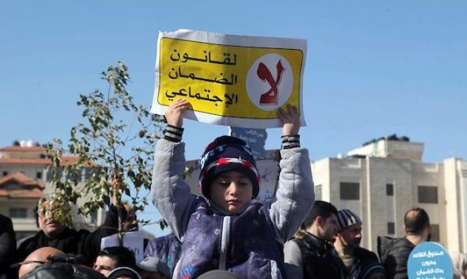 """عباس يوقف العمل بقانون """"الضمان الاجتماعي"""""""