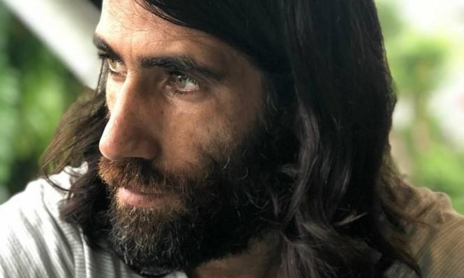 لاجئ إيراني تحتجزه أستراليا ينال جائزتها الأدبية الأرفع