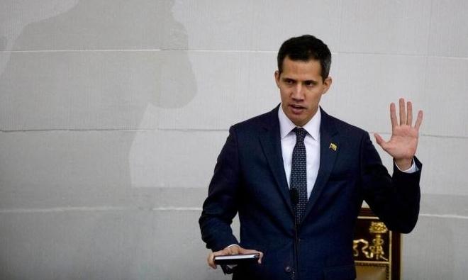 فنزويلا: غوايدو مُستعدٌ للحوار شرط أن يكون خيارُ رحيل مادورو مطروحًا