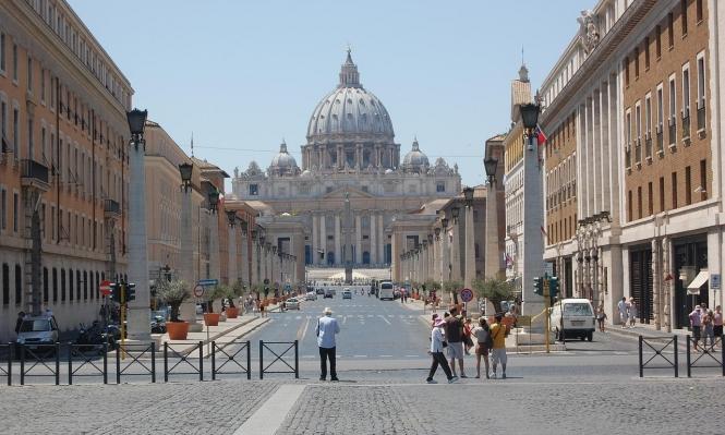 تقارب بين الفاتيكان والصين بعد سنين خصام عجاف