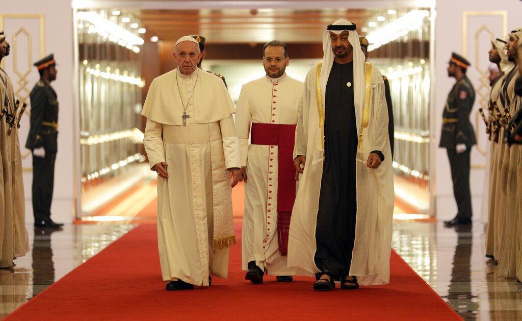 في زيارةٍ هي الأولى من نوعها: بابا الفاتيكان يصل الخليج