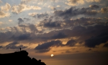 حالة الطقس: انخفاض في درجات الحرارة وأمطار متقطعة