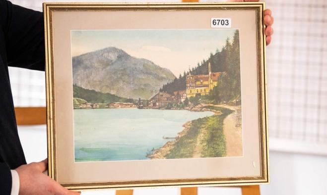 التشكيك بمدى أصالتها.. يُفشل بيع 5 لوحات لأدولف هتلر