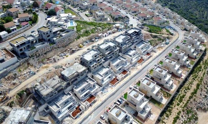 الاحتلال يشرعن بنايات استيطانية على أراض بملكية فلسطينية خاصة