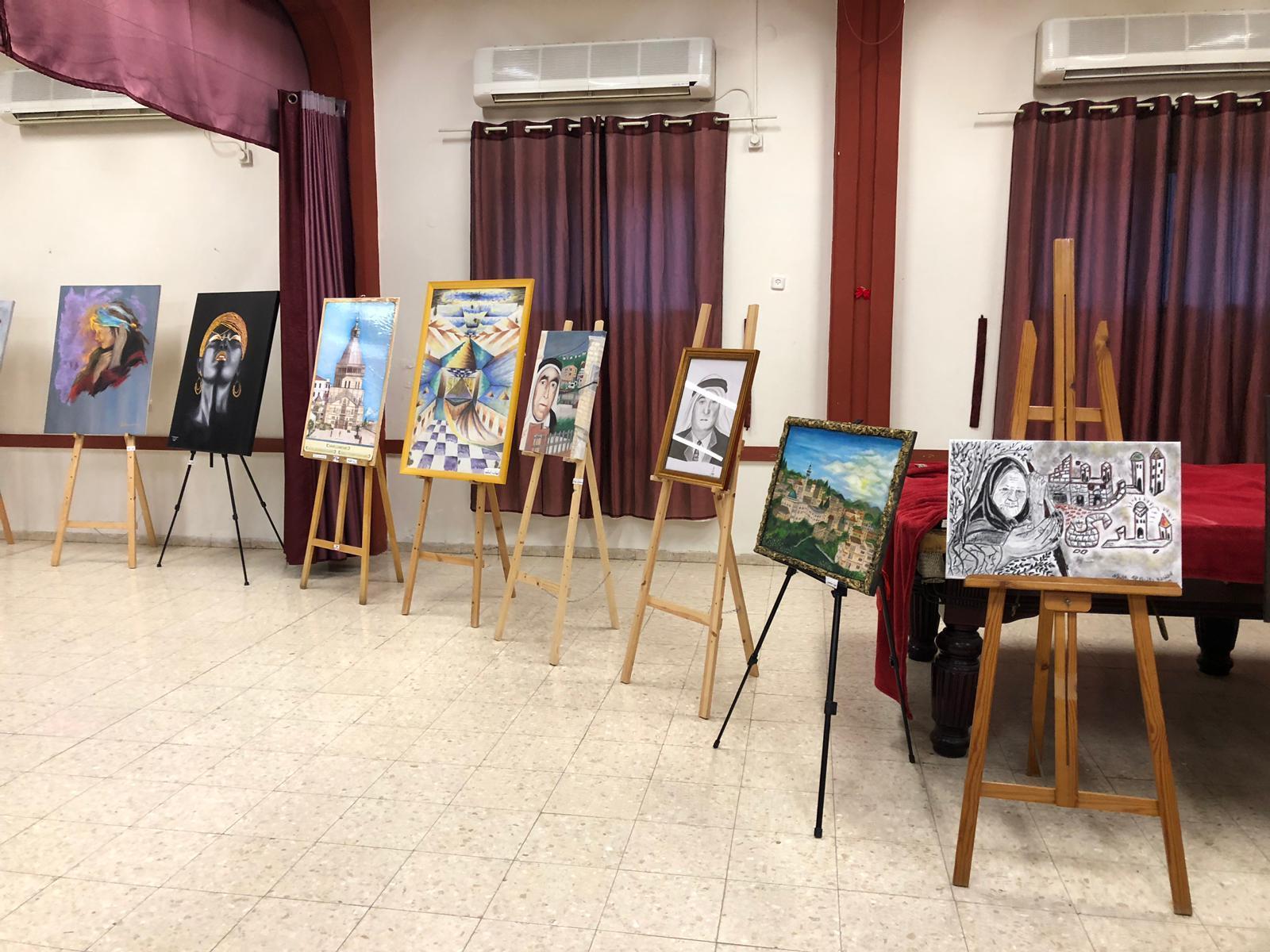 """اختتام معرض """"الرينة بلدي"""" بمشاركة عشرات الفنانين المحليين"""