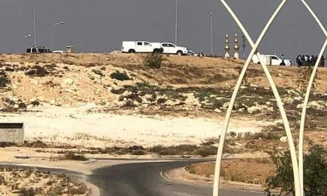 رهط: الشرطة تداهم منازل وتعتقل 8 من أبناء العتايقة