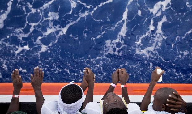 فرنسا تعيد سفيرها إلى إيطاليا بعد أزمة المهاجرين الأفارقة