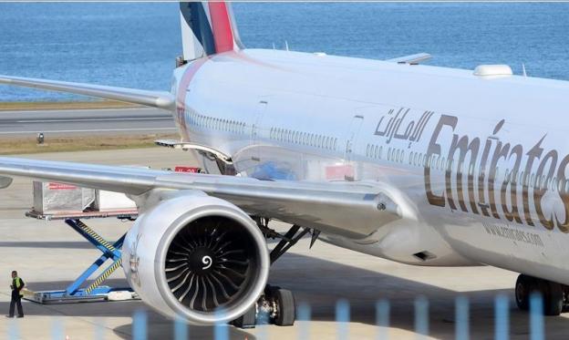 طائرة مسيّرة توقف رحلات الطيران بمطار دبي