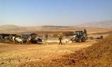 الاحتلال يشرد عائلة بالرأس الأحمر بعد هدم خيامها