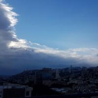 حالة الطقس: غائم جزئيا ويحتمل سقوط أمطار محلية