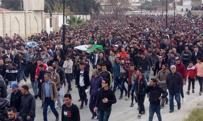 تظاهرات حاشدة في الجزائر رفضًا لترشح بوتفليقة