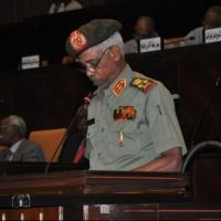 """السودان: البشير يعيّن وزير الدفاع نائبا له """"ويعسكر"""" حكام الولايات"""