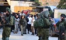 """إصابات بقمع """"الإرباك الليلي"""" بغزة واعتداءات للمستوطنين بالخليل"""