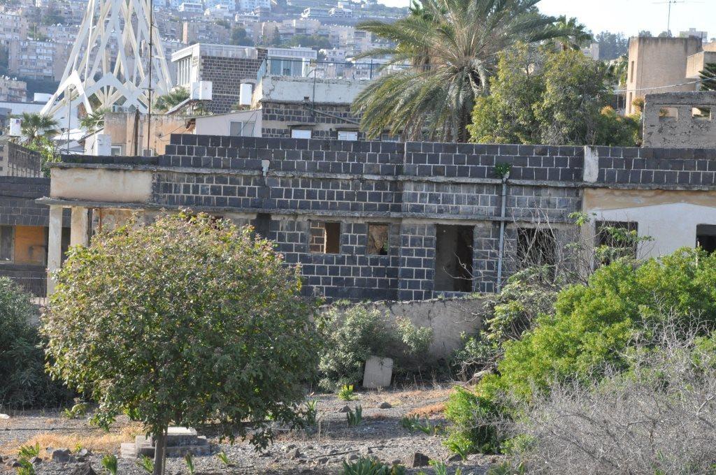 مقبرة مسيحية تعاني الإهمال والطمس (عرب 48)