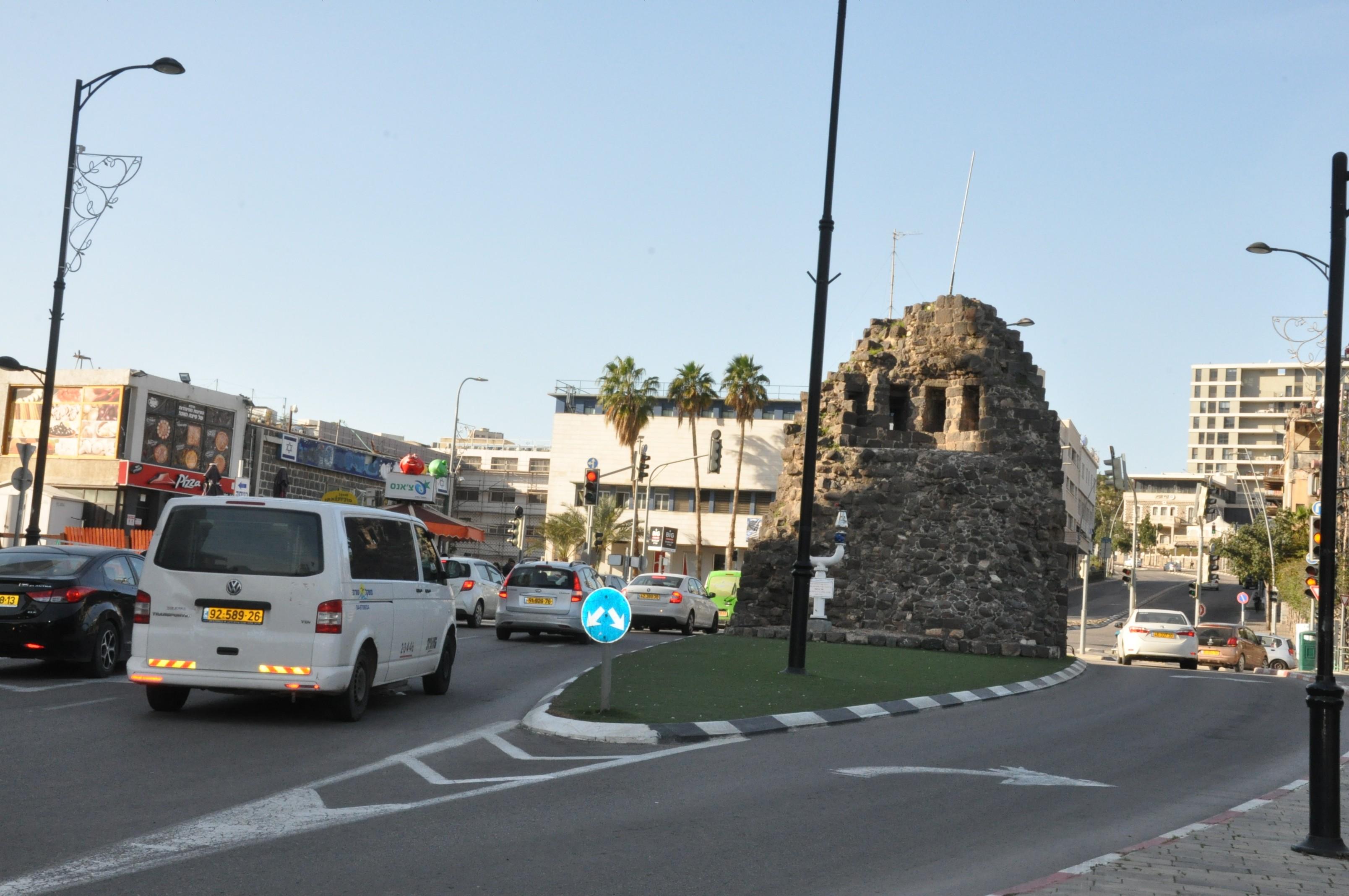 البلدة القديمة بطبرية جمعت مقدسات إسلامية ومسيحية تم طمسها بغالبيتها