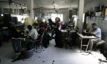 غزة: سوق الخياطة نموذجا... من يُعيد الحياة إلى الماكنة؟