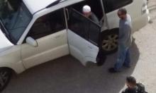 الاحتلال يعتقلُ مدير الإرشاد بالأقصى وشعاراتٌ تحريضية على باب الرّحمة