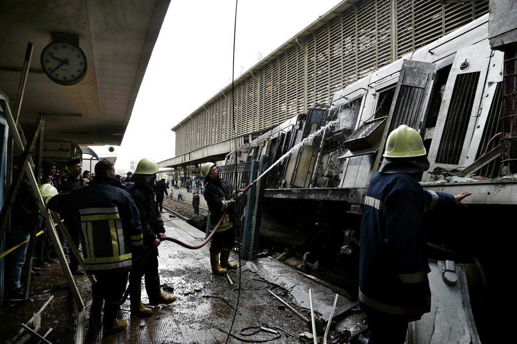 استقالة وزير النقل المصري وارتفاع عدد ضحايا انفجار القطار