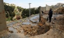 القدس: الأمطار تهدم مقطعا في جدار الفصل قرب مخيم شعفاط