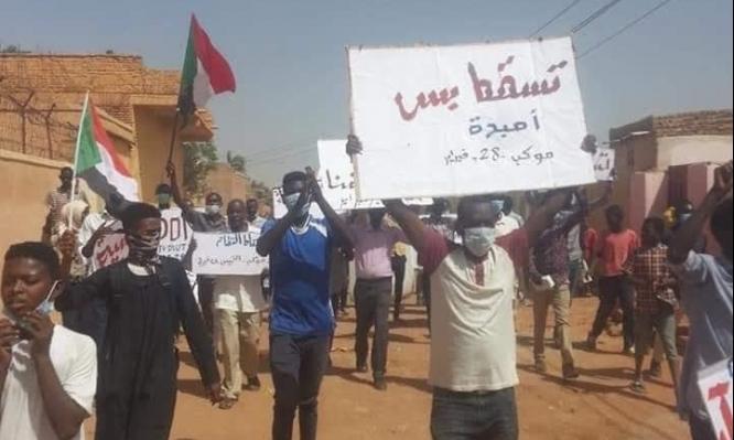 البشير يفوض صلاحياته الحزبية لنائبه والاحتجاجات متواصلة