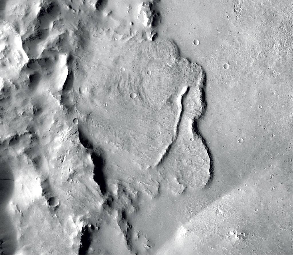 علماء يرجحون توفر دليل على شبكة بحيرات تحت سطح المريخ