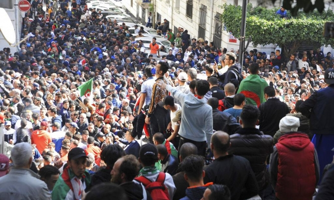 """""""مجتمع السلم"""" يقاطع الانتخابات وتجدد التظاهرات الرافضة لترشح بوتفليقة"""