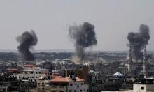 بحجة البالونات الحارقة: طيران الاحتلال يقصف 3 مواقع بغزة