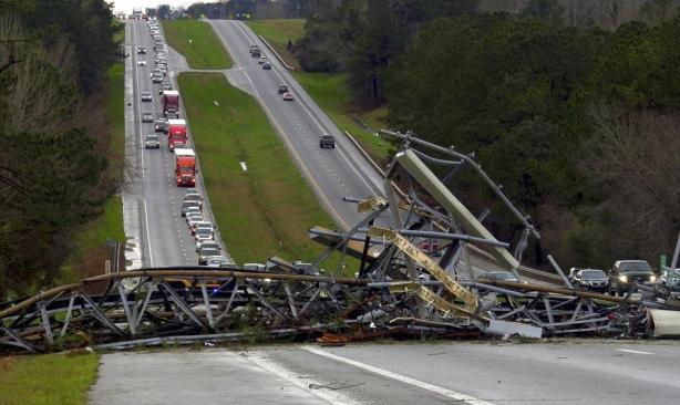 مقتل 23 شخصا بإعصار ضرب ولاية ألاباما الأميركية